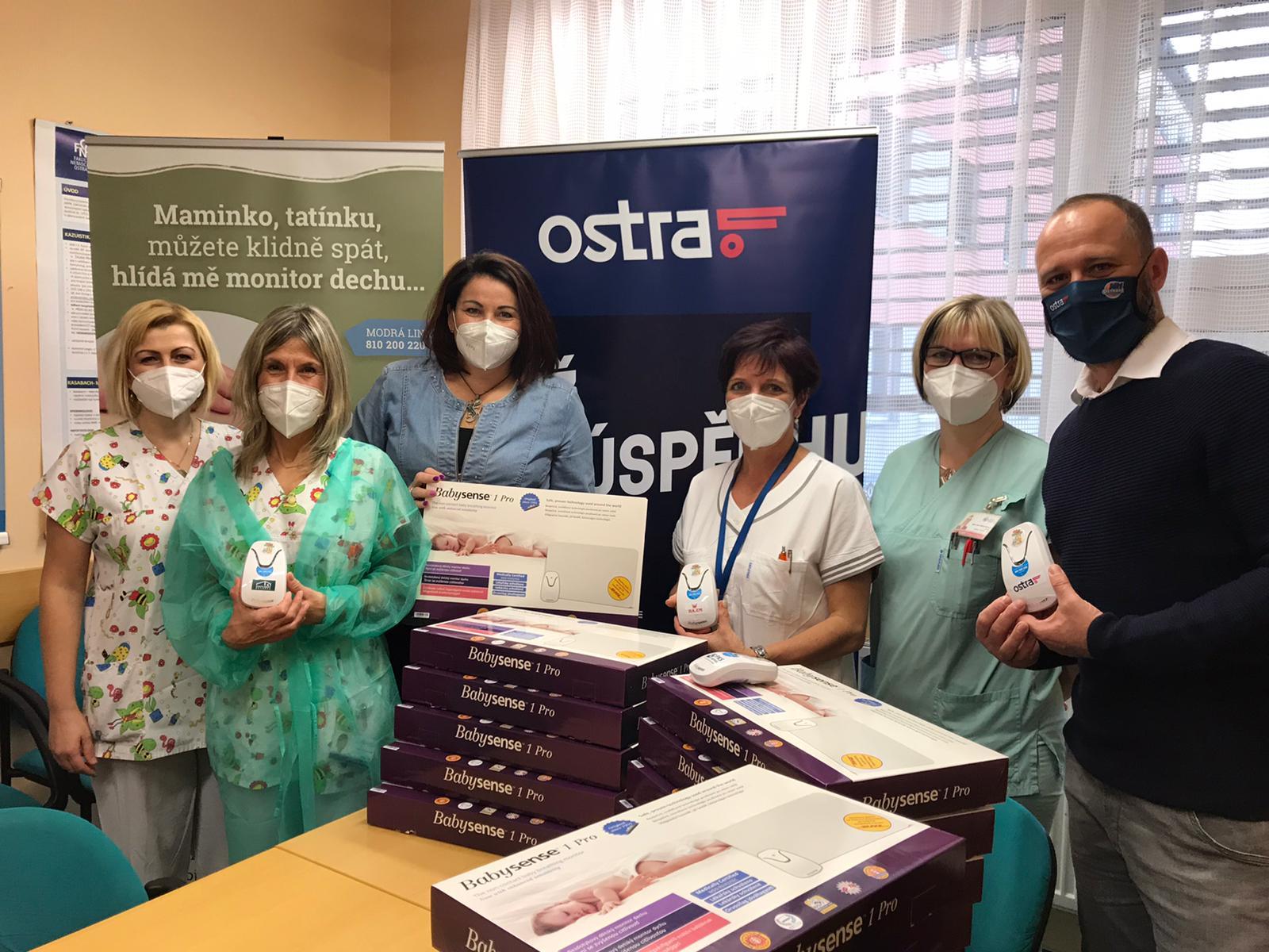 Fakultní nemocnice v Ostravě obdržela 25 monitorů dechu pro novorozence